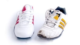 marathon-red-and-yellow-shoe